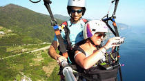 Paragliding Over the Cinque Terre or Over Tuscany, チンクエテッレ