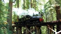 Traversée de Santa Cruz Redwoods par le train à vapeur de Roaring Camp, Santa Cruz, ...