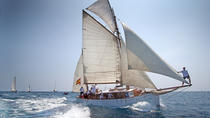 Private luxury Classic yacht tour in Barcelona, swimming and appetizer in Bon Temps 1926, ...