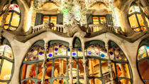 Small Group Guided Tour in Barcelona with Seaside Lunch, Barcelona, Day Trips