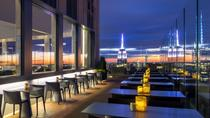 New York Skyline in der Nacht von Rooftop, High Floor und Riverside Lounges über den Hudson und East Rivers, New York City, Food Tours