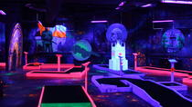 Tour del minigolf Black Light di Praga con bevande gratuite, Prague, Attraction Tickets