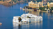 Abend Bootsfahrt am Pichola-See mit privaten Transfers, Udaipur