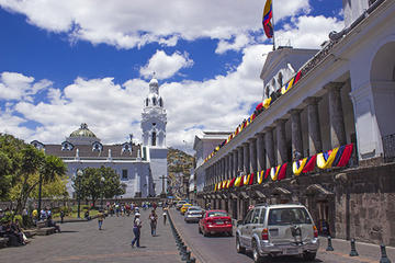 Quito Old Town Tour with Gondola Ride and Visit to the Equador