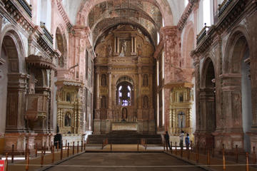 Discover Goa Private Heritage tour of Churches, Temple and Dona Paula Beach