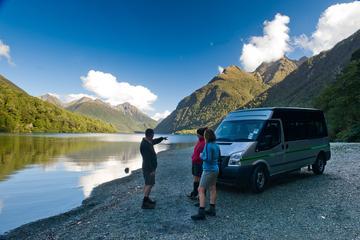 Ganztägige Wanderung am Milford Sound mit Bootstour