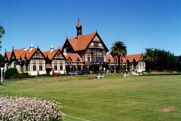 Excursão privada: Viagem diurna à Rotorua e Cavernas de Waitomo...