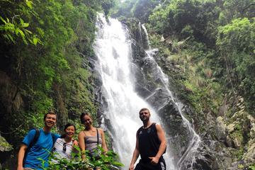 船湾サイクリングと滝への冒険ハイキング