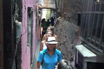 Tour a piedi di una favela a Rio de