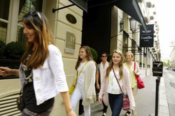 Excursão a pé particular para adolescentes para compras