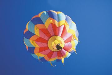 Voo de balão de ar quente saindo de Bristol
