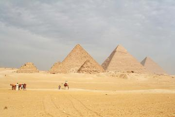 Private Day Tour: Giza Pyramids and Sphinx, Egyptian Museum and Tulun Mosque from Hurghada