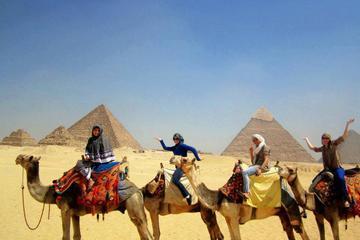 Privater halbtägiger Ausflug nach Gizeh mit Kamelreiten