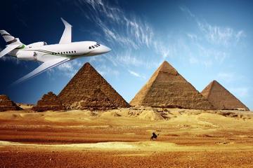 Tour privato del Cairo e delle piramidi per i passeggeri in transito