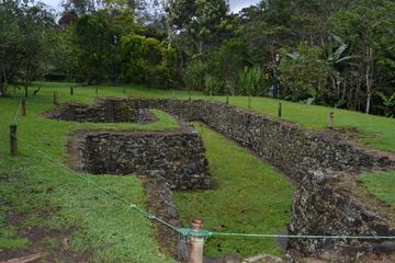 Private Tour: Yumbo Burial Museums from Quito