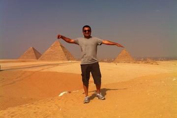 Excursión de día completo visitando las pirámides de Gizeh y la...