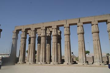 Excursion d'une journée à Louxor, au départ du Caire en avion, avec...