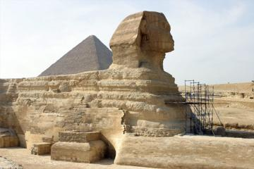 Giza Pyramids and Sphinx Day Tour including Lunch from Cairo