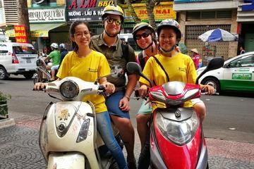 Nächtliche Stadtbesichtigung von Ho Chi Minh City auf dem Motorrad...