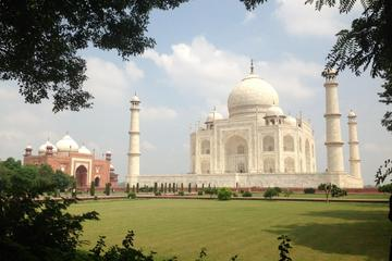 Luxury Taj Mahal Same Day Tour from New Delhi