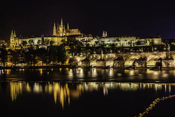 Prague walking tour and evening cruise with dinner and music