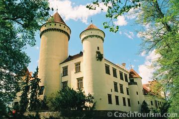 Tour to Konopiste Castle from Prague