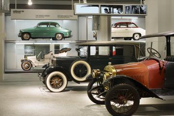 Visita al Museo de la empresa de automóviles Skoda y a la fábrica...