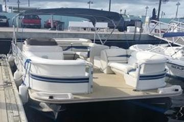 22' Pontoon Boat Rental in Riviera Beach Marina for 12 Passengers