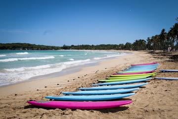 Clases de surf en la playa de Macao