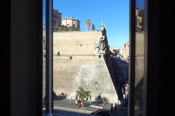 Disfrute de una excursión para grupos pequeños al Vaticano y la...