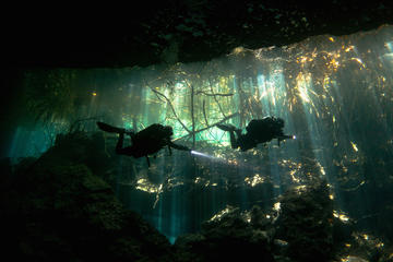 Tour di immersioni in cenote e grotte con 2 bombole