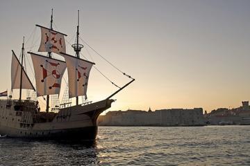 Crociera con cena al tramonto a Dubrovnik in una tradizionale replica