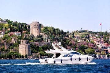 Crociera di 2 ore sul Bosforo in yacht con trasferimenti