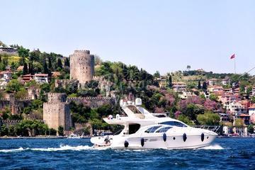 Croisière de 2heures en yacht sur le Bosphore, avec transferts