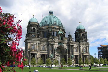 Private all-day Tour of Berlin by Car
