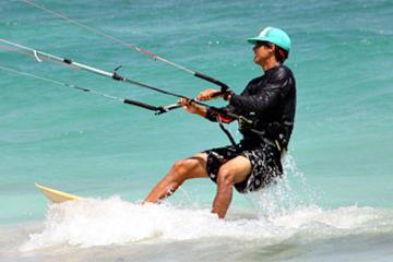 Clase en grupo de kiteboarding en Tulum