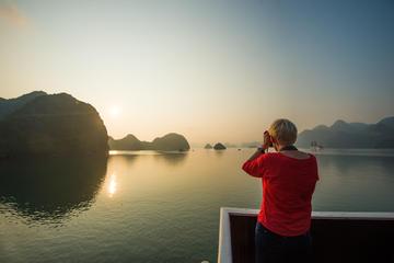 Heldagstur med kryssning i Ha Long-bukten från Hanoi