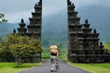 Private Tour: Bali Handara Gate and Twin Lakes Tour