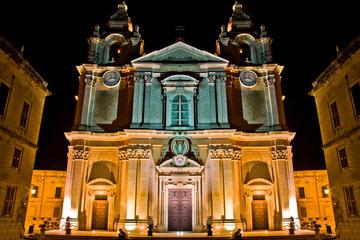 Excursão noturna de ônibus panorâmico em Malta