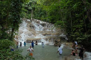 Tour delle cascate del fiume Dunns con shopping a Ocho Rios da