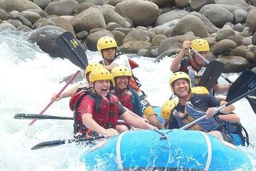 El rafting en el río Sarapiquí de clase II - III