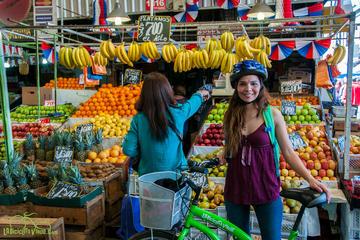 Excursão de bicicleta pelos mercados e vida local de Santiago