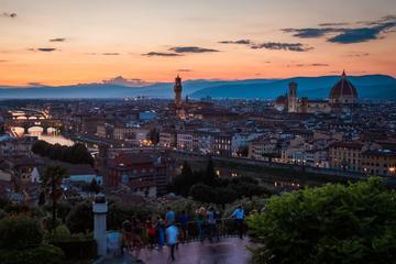 Visita a pie nocturna de las Colinas de Florencia con clase de cocina...