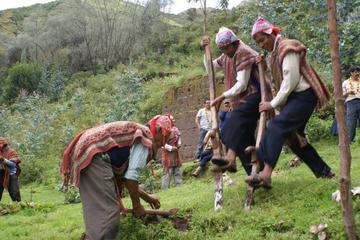 Visita alla comunità Amaru con lezione di tessitura