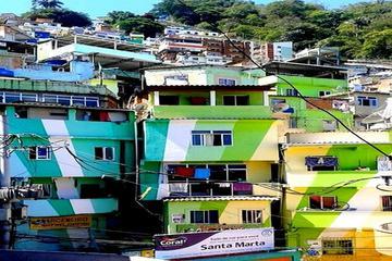 Visita a pie de la favela Santa Marta