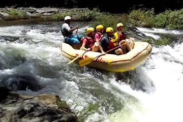 Clase de rafting en aguas bravas...