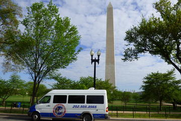 Dynamite Day Tour: Small Group DC Bus Tour