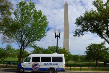 Dynamite-Tagestour: Busrundfahrt durch DC in kleiner Gruppe