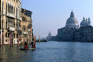 Saltafila: Giro in gondola di Venezia al mattino e tour a piedi con