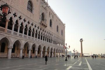 Spaziergang durch Venedig: vom Markusplatz zur Rialtobrücke